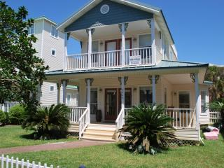 Beach House w/Private Pool - 50 Easy yards to sand, Destin