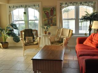Tybee Island Beach Condo/Indoor Pool/sleeps 7