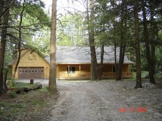 5 STAR VACATION HOME ON LAKE HURON, Harrisville