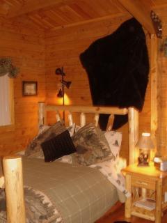 Nature's Nook Queen Bed