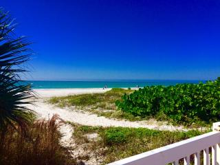 """Shore to Please"" w/ 30'  balcony Gulf view!  WiFi, Redington Shores"