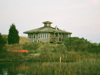 Private island cottage with 19ft boat / 45hp motor, Île d'Émeraude
