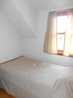 Bedroom 4 (Twin).