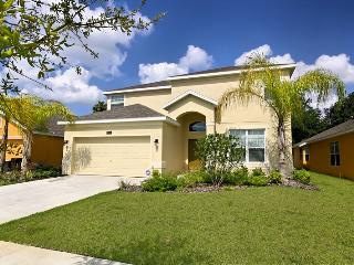 4 Bedroom Home with Pool, Jacuzzi, Games, 5 miles to Disney, Kissimmee