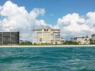 Oceanfront 5 Star Condo - Naples Vanderbilt Beach, Nápoles