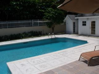 Cable Beach 2 bedrooms - brand new with pool, Nassau