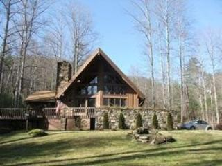 Hawk's View Chalet - hot tub, pool, creek & views!, Weaverville