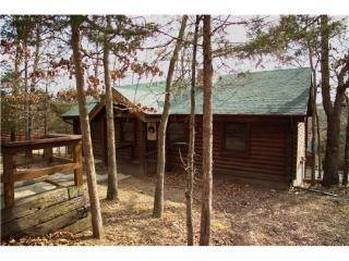 Resort 2BR/BA Log Cabin: Fireplace and Indoor Pool, Branson