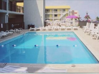 Olympic Gardens Oceanfront Condo w/pool avail 8/20, North Wildwood