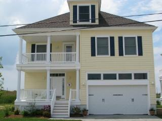 AC Home on Water! 4BD 21/2B 4 Decks, yard & views!, Atlantic City