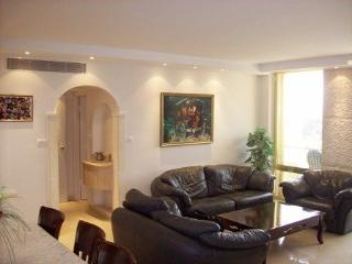 3 bedrooms LUXURY rental!!! In Mamila\city center, Jerusalém