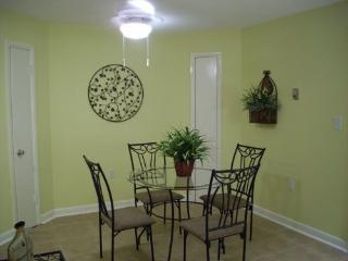 3406 Resort Condo - Beach, 3 Pools, Hot Tub, Sauna, Tennis, Restaurants, Fitness