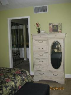 To MBR ensuite dressing area and bath