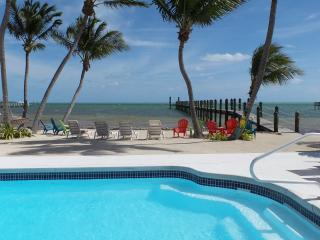 Beautiful Oceanfront, heated pool, free wifi