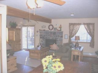 Newer Pocono Mountain Chalet - WIFI, Albrightsville