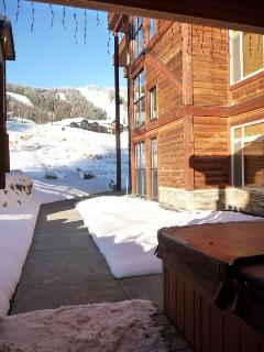 Covered Hot tub with slope views...shared w/only 5 units!