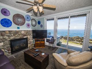 Views! Luxury1 Bdrm w/ Hot Tub, Complete Remodel, Depoe Bay