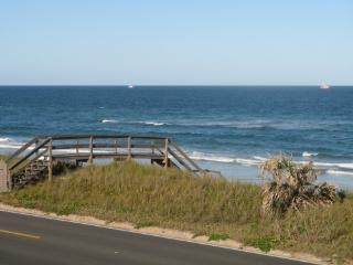 Oceanfront townhouse w/ pool and garage! WOW!, Flagler Beach