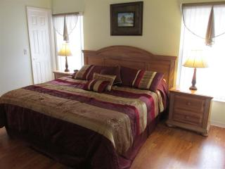 5 min to Disney,Fenced Pool,Game Rm, Wi-Fi, BBQ, Kissimmee