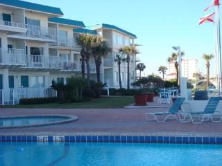 OCEANFRONT CONDO FIRST FLOOR, Daytona Beach