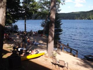 Squam Lake! Two BR cottage directly@water's edge, Holderness