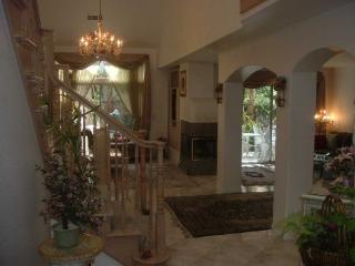 Beautifully furnished,Close to incredible Beaches,