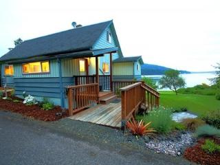 Fairmount Beach House*Private Beach*Propane Frplce, Port Townsend