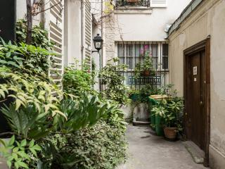 Center of Paris Spacious, Bright, Quiet Apartment