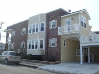 STEPS TO BEACH! Private Balconies with Ocean View, Ventnor City