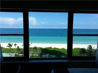 Fully furnished studio facing the Ocean., Miami