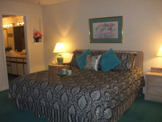 *By Strip*Walk-In*Sleeps 8*2 Kings*Pools*Hot Tub*Sauna*Fitness Room*, Branson