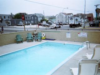 2 br with pool,now renting 2017,beach badges incl, Seaside Heights