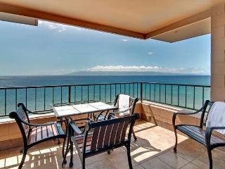 Amazing Oceanfront Penthouse Corner Condo-$365, Lahaina