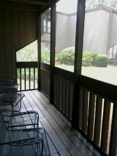 Screened Porch for Relaxing