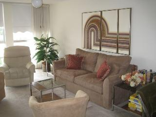 Pied-a-terre in FL for $1960 monthly or read insid
