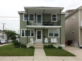5Br/2Bath-2 Family Apartment-2 blocks from beach!!, Wildwood Crest