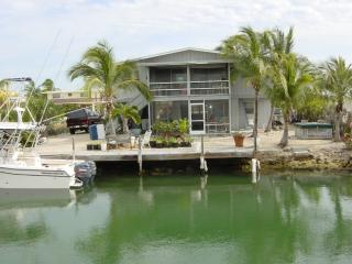 2 story house on Tavernier Creek canal oceanside