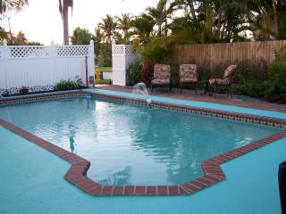 KEY WEST STYLE HOME W/POOL NEAR BEACH-IMMACULATE, Lake Worth