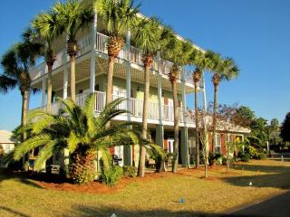 *Caribbean Sun* Walk to the Beach! Nicely updated!, Destin