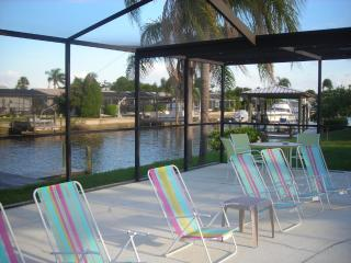 *Heated Pool*Waterfront* Dock* Home, sleeps 10, Apollo Beach