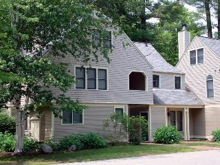 Spacious Brookside Townhouse Across From Cranmore, Conway