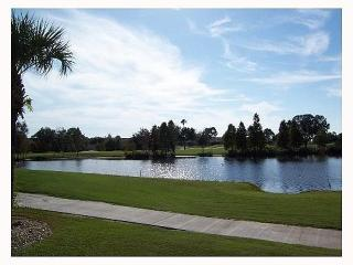 Fabulous Tara Condo with lake and golf course view, Bradenton