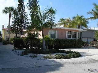 Charming Cottages on South end of Fort Myers Beach