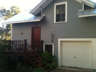 Cottage 2.4 mi from dwntwn on historic home property, San Antonio