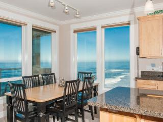 Promo! Oceanfront Luxury Condos/Hot Tubs/Pool/WiFi, Lincoln City