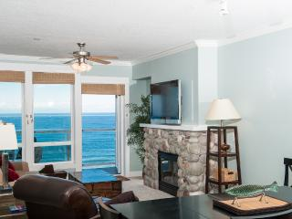 *Promo!* Oceanfront Top Floor Condo - Private Hot Tub, Indoor Pool, WiFi & More!, Lincoln City