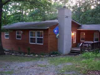 Caraway Cabin with Hot Tub; Near Shenandoah River & Hiking Trails