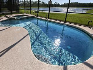 Lakeside 7 Br/5.5 Bath Villa with 4 Master Suites!, Kissimmee