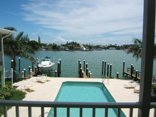 Deluxe 2 Bedroom Waterfront Condo - Boca Ciega Bay