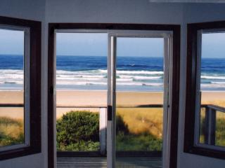 "Big Oceanfront, ""Sandy Shores"", Breathtaking View, Waldport"